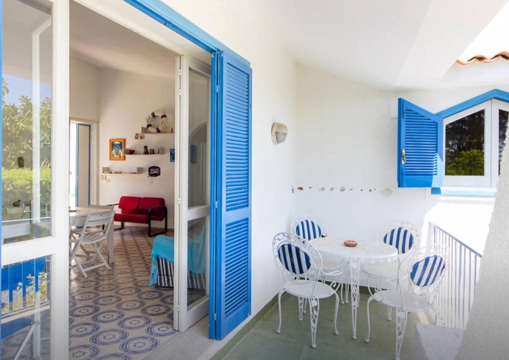 Villa vendita fontane bianche for Case di mare interni