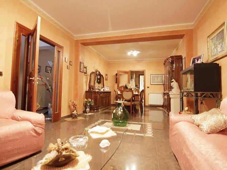 Canicattini Bagni Casa Indipendente in vendita con terrazzo e garage
