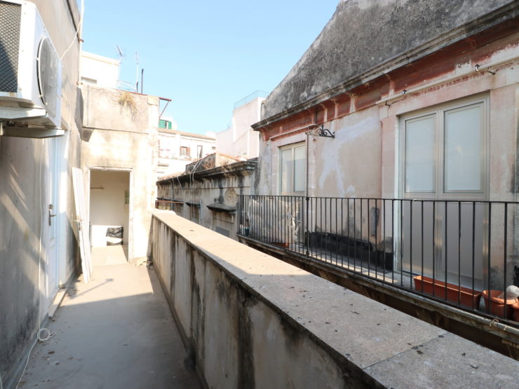 Ortigia Porta Marina house for sale. To be renovated.