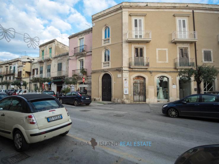 Ortigia Via Savoia, basso commerciale a reddito in vendita