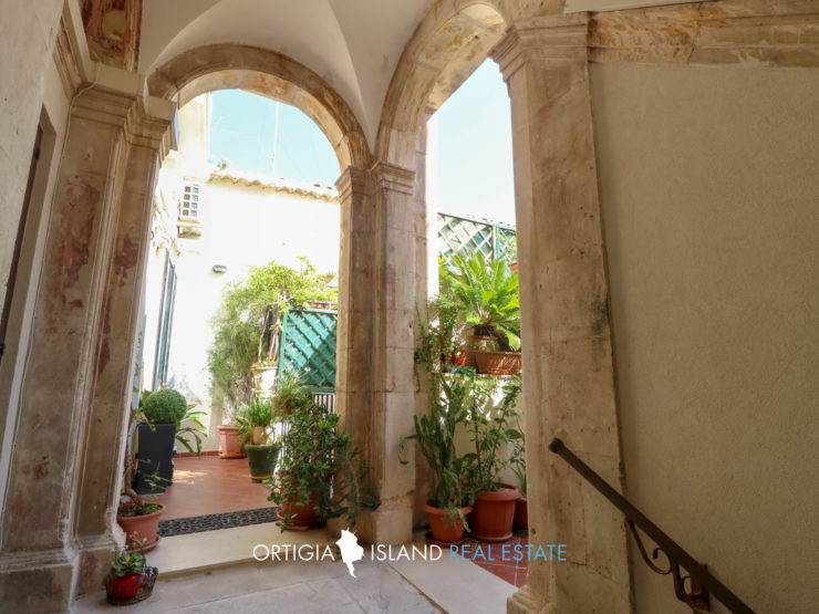 Ortigia apartment with terrace near the Duomo