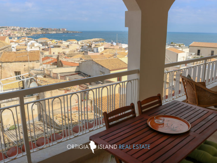 Ortigia apartment with lift and sea view