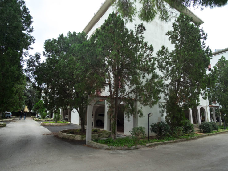 Grande appartamento in residence con giardino
