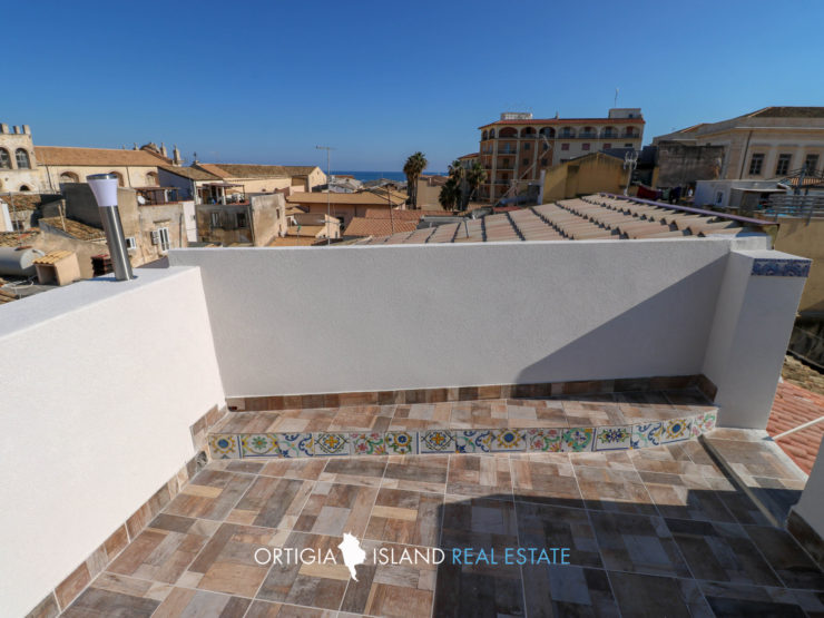 Ortigia small Penthouse with sea view terrace for sale