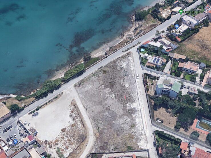 Terreno con progetto approvato per solarium e locale ristoro fronte mare