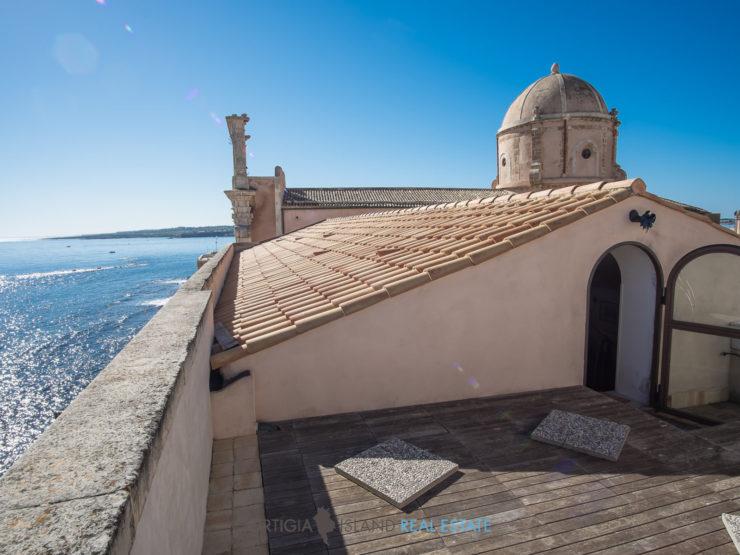 Nobile appartamento ottocentesco fronte mare