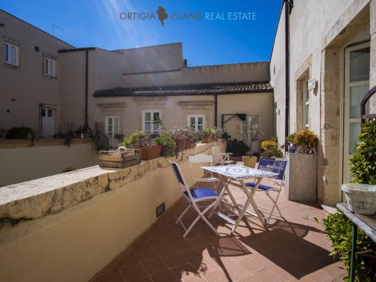 Ortigia noble house with terrace