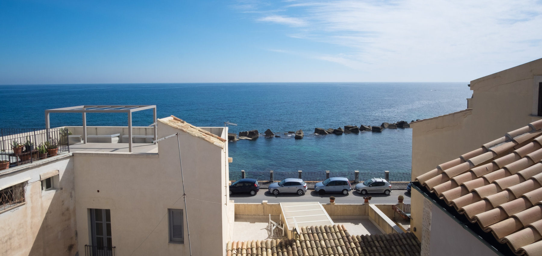 Stately house with view in Ortigia