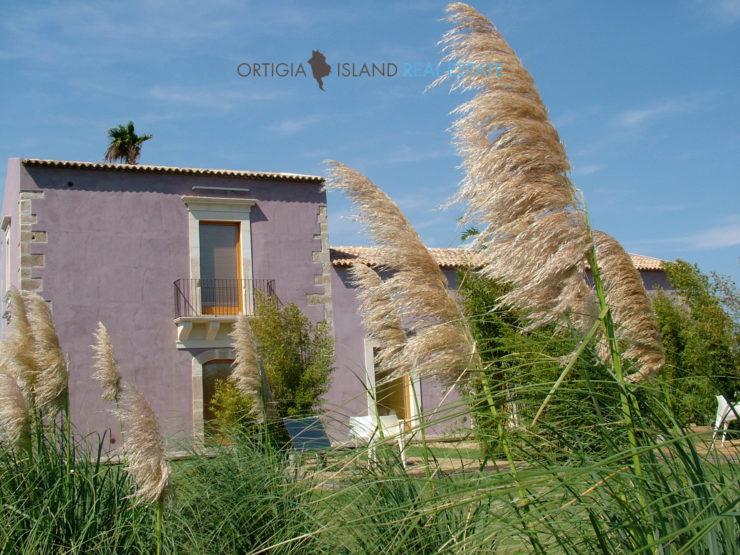 Sicilian Manor farm in Siracusa, Sicily