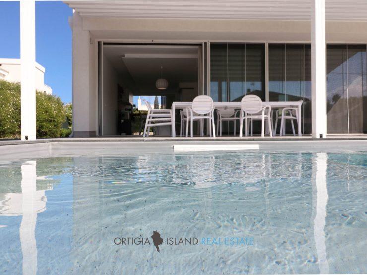Isola villa con piscina di nuova costruzione