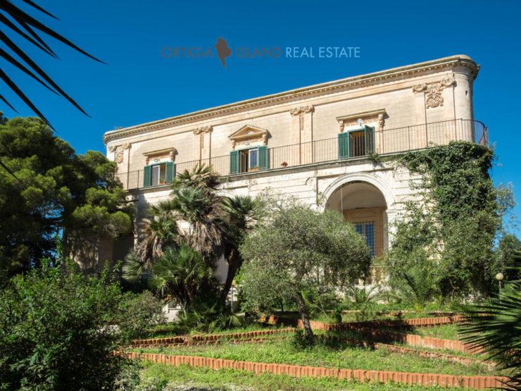 Prestigiosa villa siciliana dell'800