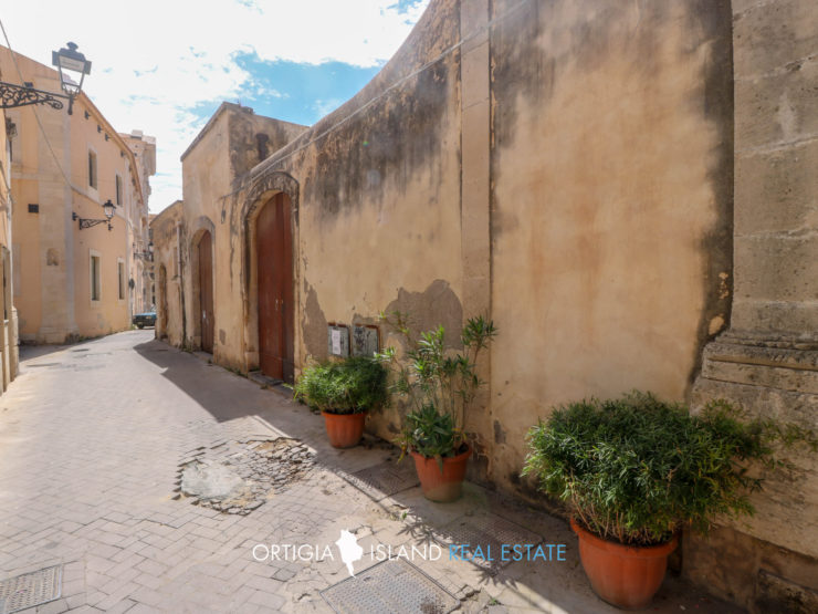 Ortigia little house with private courtyard and garage
