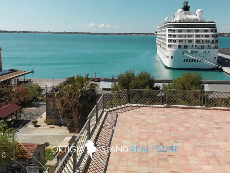 Luxury house with sea view terraces for sale