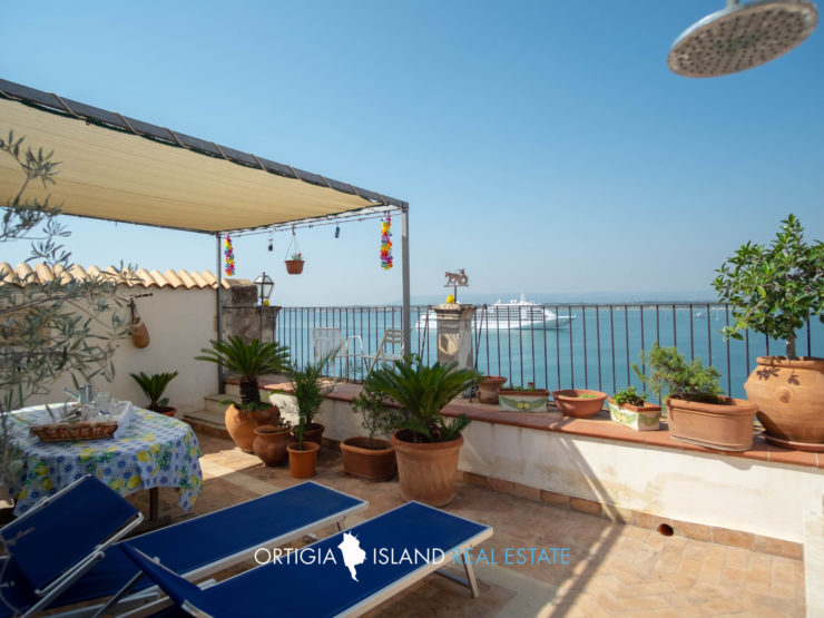 Ortigia Duomo Penthouse with terrace on the sea for rent