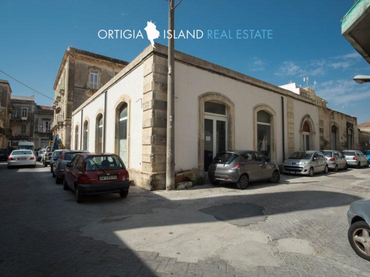 Locale commerciale in affitto via Calatafimi