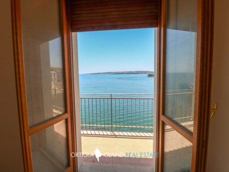 Ortigia Two-room apartment facing the sea