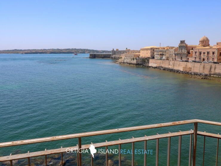 Ortigia Calarossa seafront apartment for sale