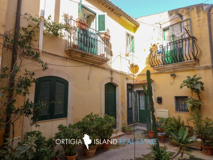 Ortigia little detached house for sale
