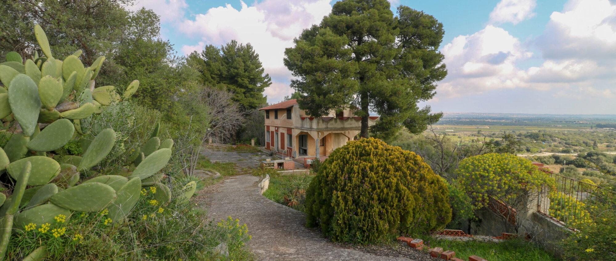 Syracuse Villa for sale in the Grotta Monello area