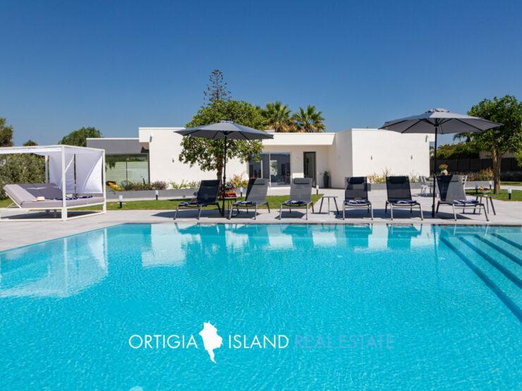 Esclusiva villa di nuova costruzione con piscina